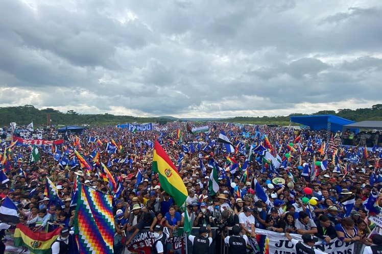 Un millón de manifestantes llegados de todo el país recibieron a Evo en Chimoré. (Foto: PL)