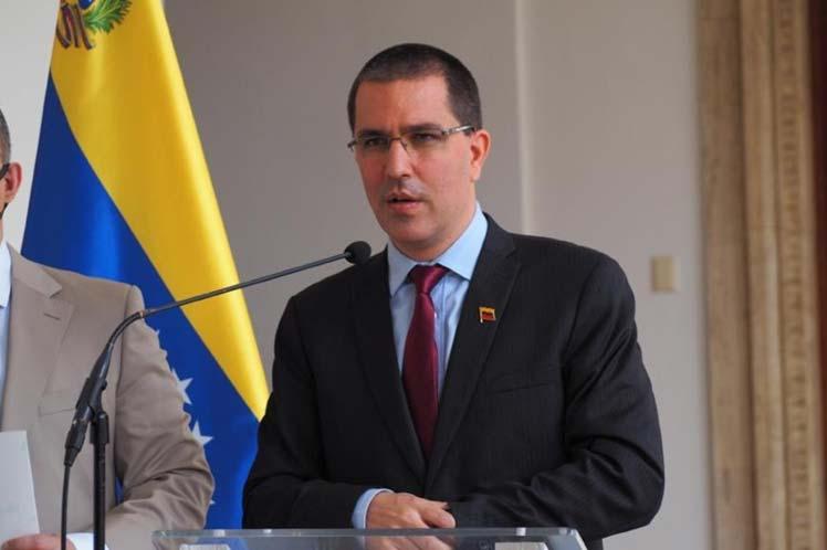 Arreaza condenó la postura injerencista del bloque comunitario, plegada a la política hostil de la administración Trump. (Foto: PL)