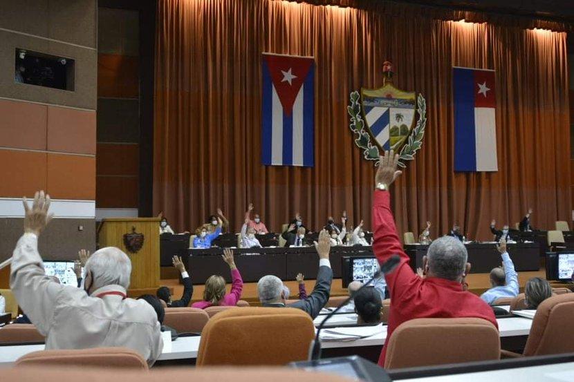 """Los diputados cubanos aprobaron denominar al 2021 como """"Año 63 de la Revolución"""". (Foto: Tony Hernández Mena)"""