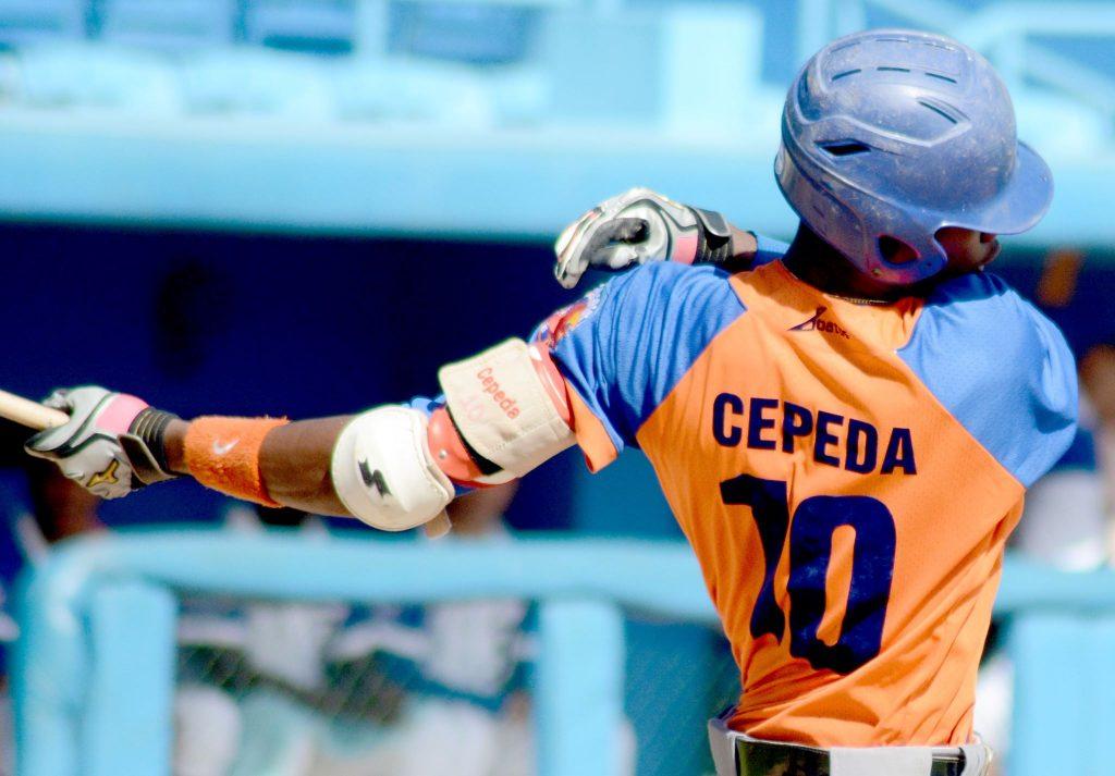 Geysel Cepeda le pegó cuadrangular a Vladimir García.