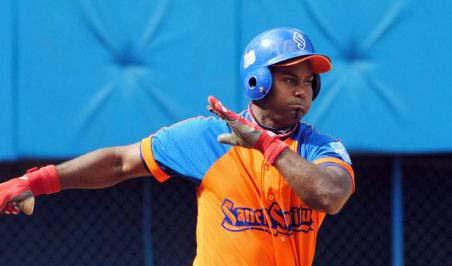 Yunier Mendoza figuró entre los bateadores más destacados del choque por los espirituanos. (Foto: Granma)