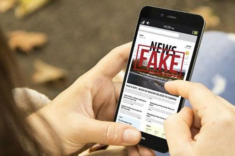 La televisión cubana mostró ejemplos de publicaciones en redes sociales donde se incita a manifestaciones o se promueven falsas noticias. (Foto: PL)