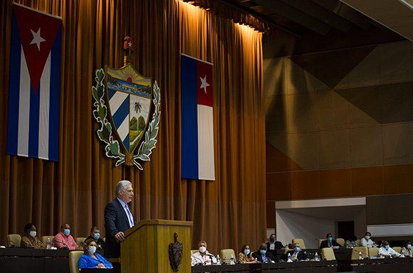 Díaz-Canel refirió que existen inquietudes en cuanto a salarios y a la nueva tarifa eléctrica. (Foto: Irene Pérez/ Cubadebate)