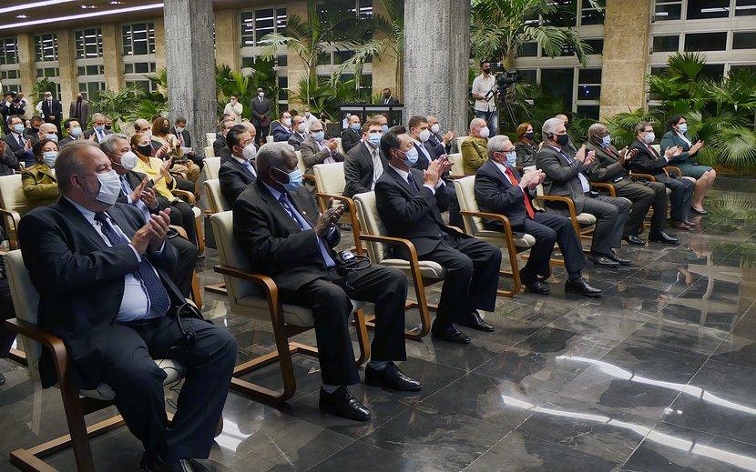Raúl y Díaz-Canel encabezaron la ceremonia. (Foto: Estudios Revolución)