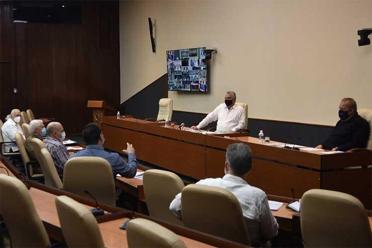 El presidente cubano encabezó la nueva sesión de trabajo del grupo gubernamental de enfrentamiento a la COVID-19. (Foto: Estudios Revolución)