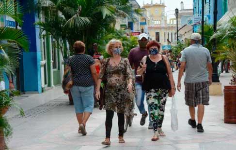 La realidad de cualquier calle en Cuba niegan el caos y la desobediencia que intentan describir en las redes sociales. (Foto: Vicente Brito / Escambray)