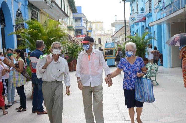 El Grupo Temporal convocó a las autoridades espirituanas a intensificar el cumplimiento de las medidas higiénico-sanitarias. (Foto: Vicente Brito / Escambray)