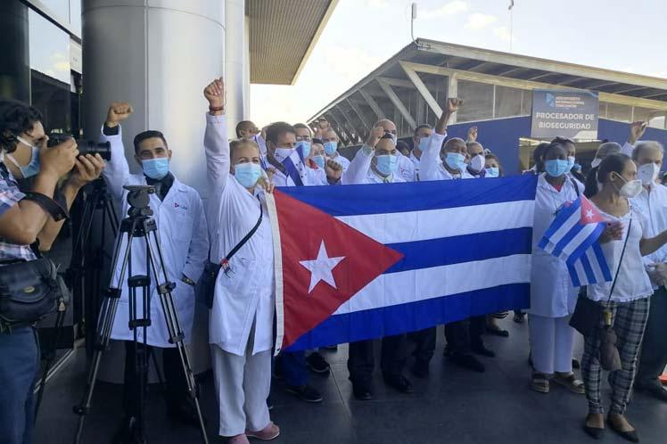 El arribo de los 25 cooperantes tuvo lugar por el aeropuerto internacional de Toncontín. (Foto: PL)
