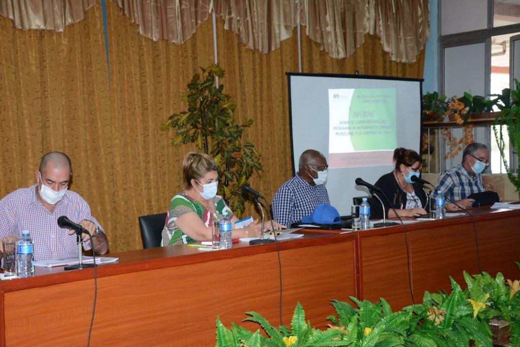 El vicepresidente cubano encabezó en Sancti Spíritus una evaluación del programa de soberanía alimentaria y nutricional. (Foto: Vicente Brito / Escambray)