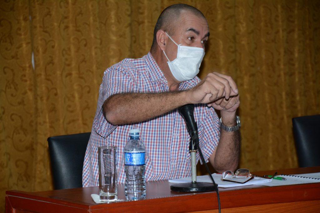 """Idael Pérez Brito, viceministro primero de la Agricultura, subrayó que en """"ponerle nombre a la contratación, radica la seguridad del autoabastecimiento"""". (Foto: Vicente Brito / Escambray)"""