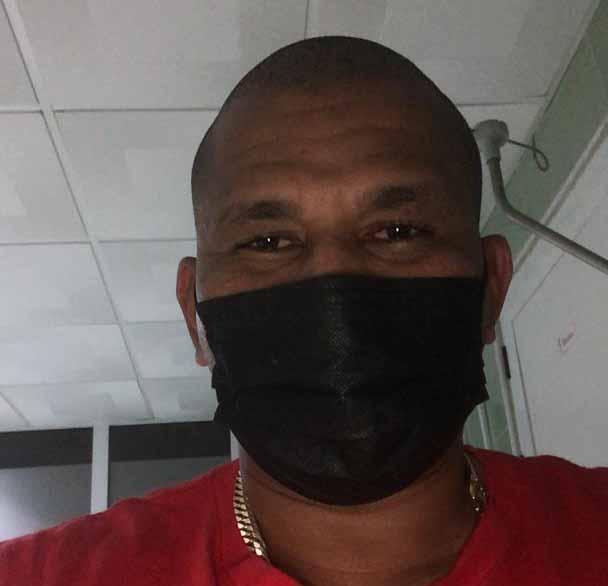 El destacado pelotero espirituano se encuentra aislado en una sala del Hospital Camilo Cienfuegos como sospechoso de la COVID-19. (Foto: Cortesía del entrevistado)