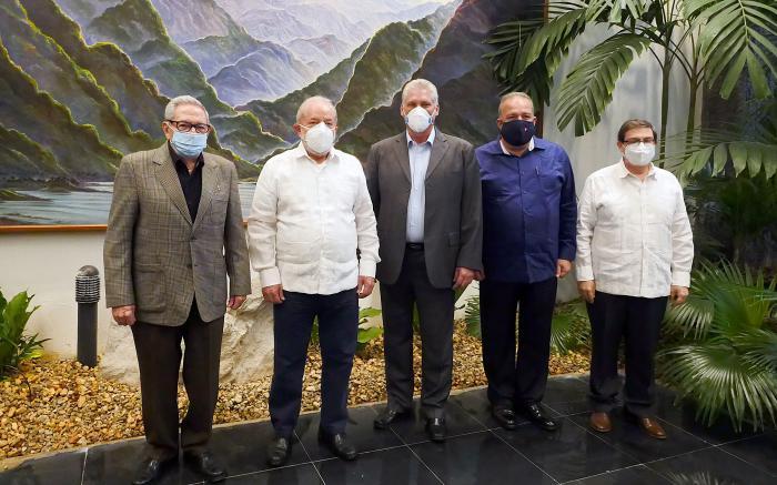 Los máximos dirigentes cubanos intercambiaron con Lula, quien estaba de visita en Cuba. (Foto: Estudios Revolución)