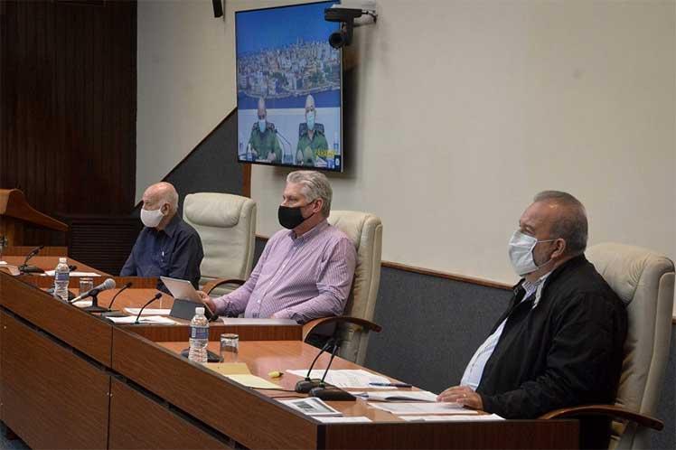 En el encuentro Manuel Marrero esclareció que no existe ninguna indicación de cierre de tiendas. (Foto: Estudios Revolución)