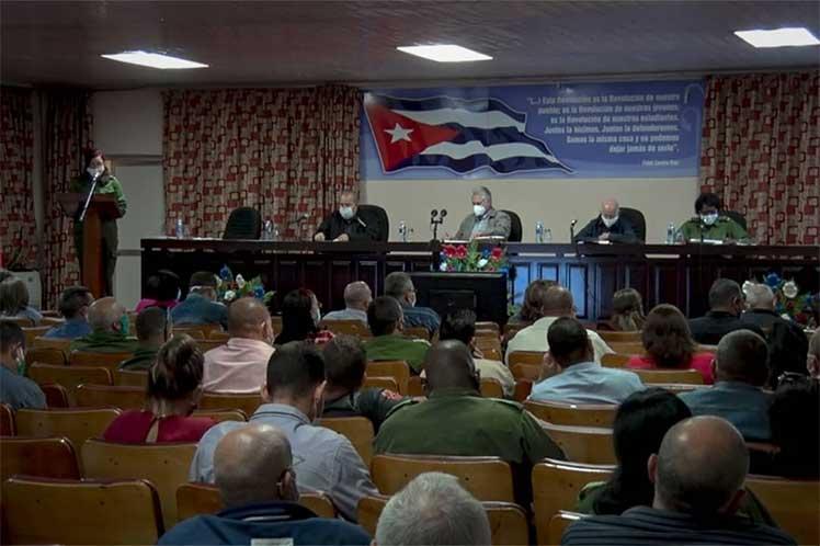 El presidente cubano reconoció que, a pesar de ciertos errores en la implementación, es importante avanzar con el proceso de ordenamiento. (Foto: twitter @PresidenciaCuba)