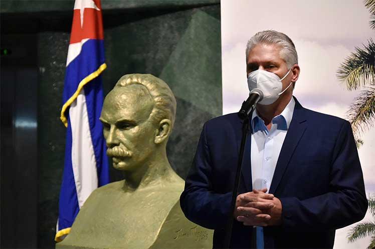 El presidente cubano elogió la idea del líder histórico de la Revolución, Fidel Castro, de fundar el memorial. (Foto: Twitter @PresidenciaCuba)