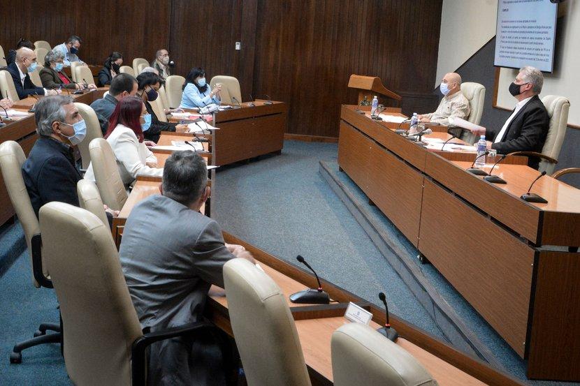 La COVID-19 deja secuelas y no siempre son leves, trascendió en el encuentro de Díaz-Canel con científicos y expertos cubanos que laboran en el enfrentamiento a la pandemia. (Foto: Estudios Revolución)