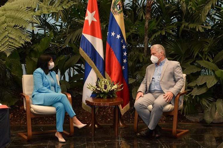 Durante el intercambio, el mandatario caribeño ratificó la solidaridad de Cuba con el pueblo bolivariano. (Foto: Estudios Revolución)