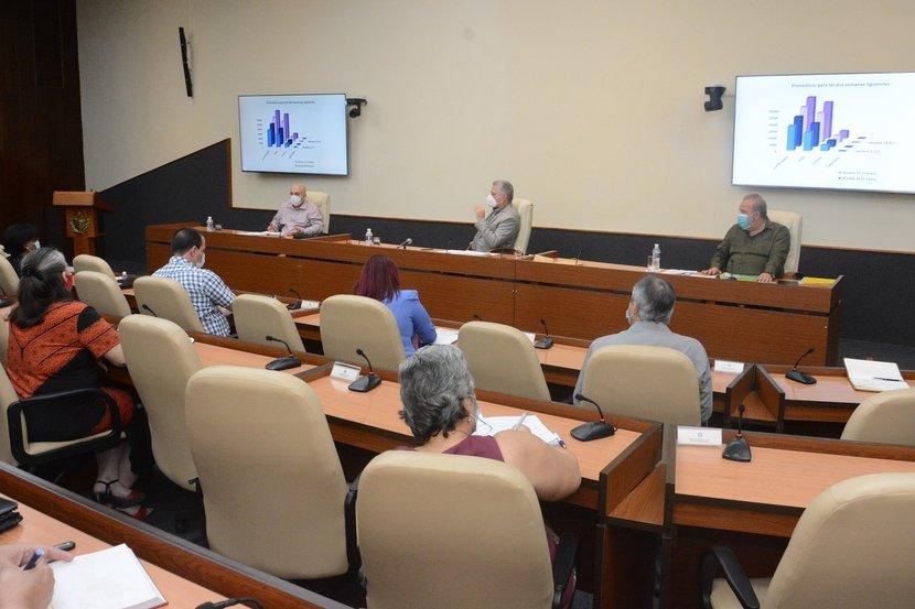 La nueva versión fue presentada en el encuentro de Díaz-Canel con los científicos y expertos que participan en el enfrentamiento al nuevo coronavirus. (Foto: Estudios Revolución)