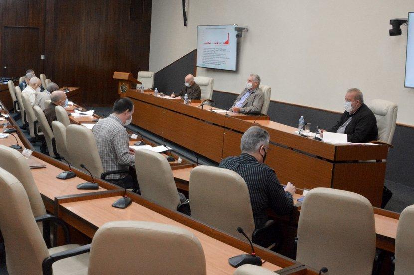 Díaz-Canel trazó las prioridades ante el brote que está experimentando la nación. (Foto: Estudios Revolución)