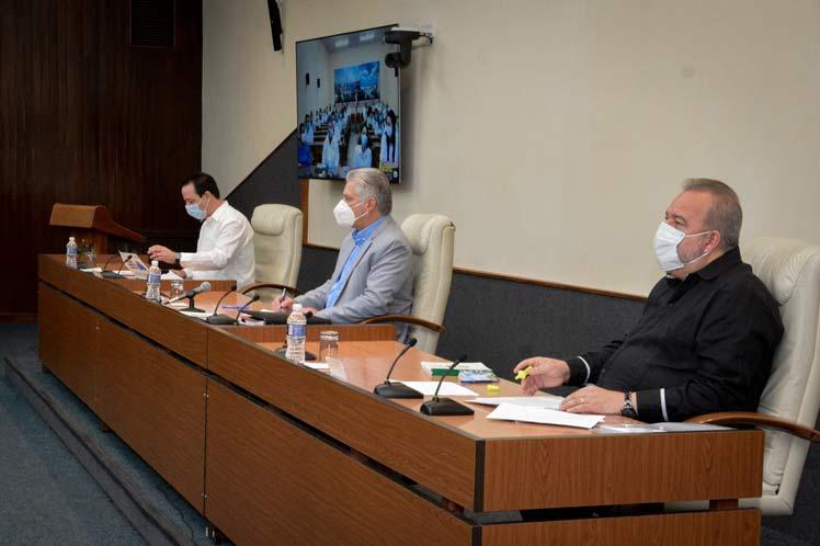 Díaz-Canel sostuvo un encuentro virtual con integrantes del Contingente Henry Reeve que regresaron recientemente al país. (Foto: PL)