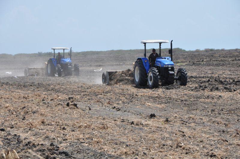 Comercializan en Cuba tractores en MLC para productores agropecuarios