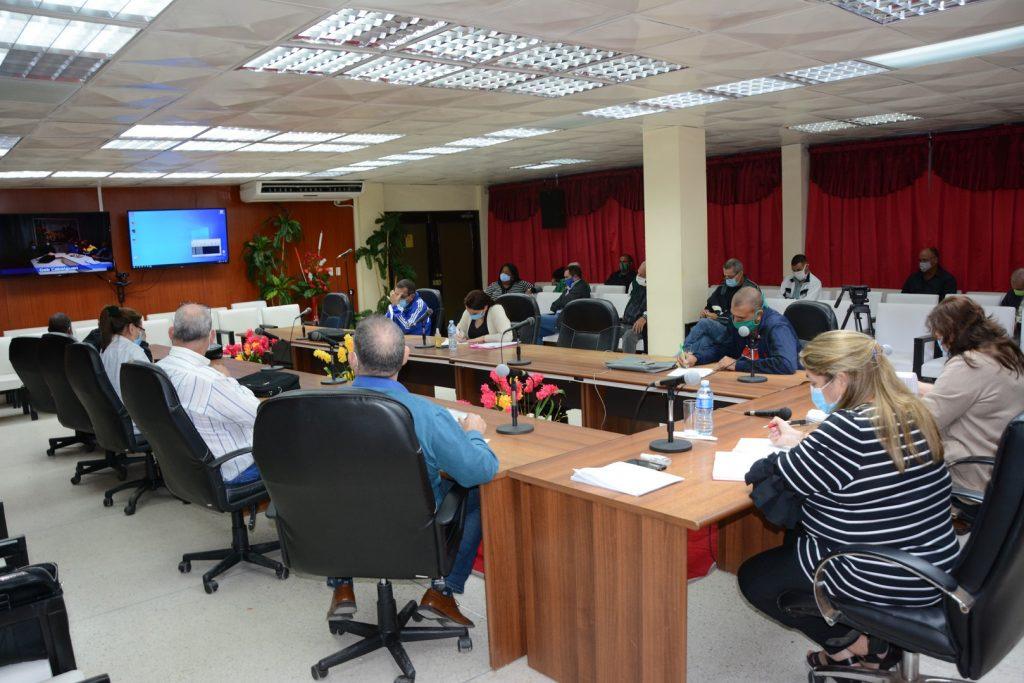 En la reunión se insistió en la necesidad de que la ciudadanía conozca lo relativo a la implementación del Decreto No. 31 del 2021, emitido por el Consejo de Ministros. (Foto: Vicente Brito / Escambray)