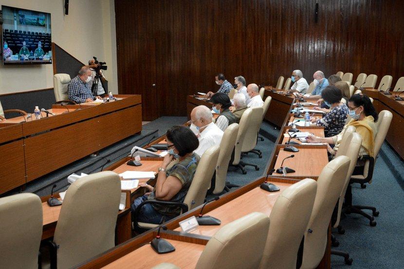 El Primer Ministro, Manuel Marrero Cruz, dirigió la sesión del Grupo este lunes. (Foto: Estudios Revolución)