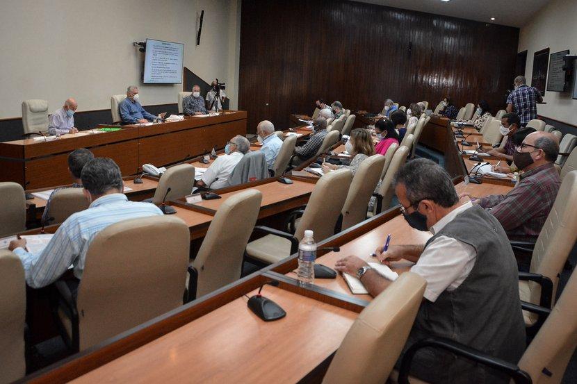 Tras casi once meses de enfrentamiento sin descanso a la enfermedad en el país, el desafío de Cuba continúa siendo por la vida. (Foto: Estudios Revolución)