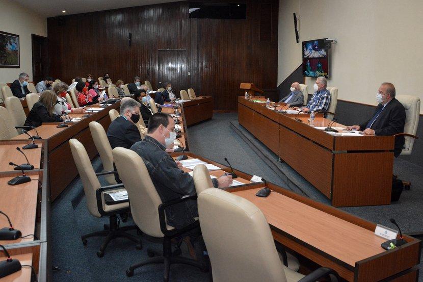 El presidente Miguel Díaz-Canel encabezó la reunión en la que se evaluaron acciones preventivas y de control contra la COVID-19.