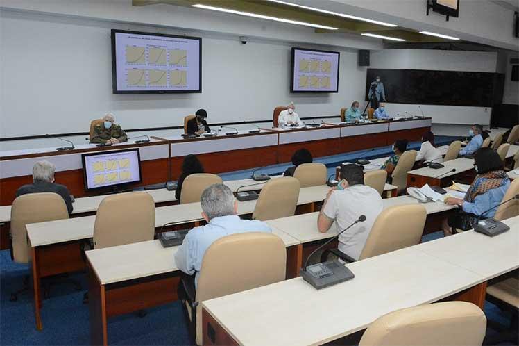 En la reunión se expusieron resultados de investigaciones sobre las secuelas de la enfermedad en varios órganos. (Foto: Estudios Revolución)