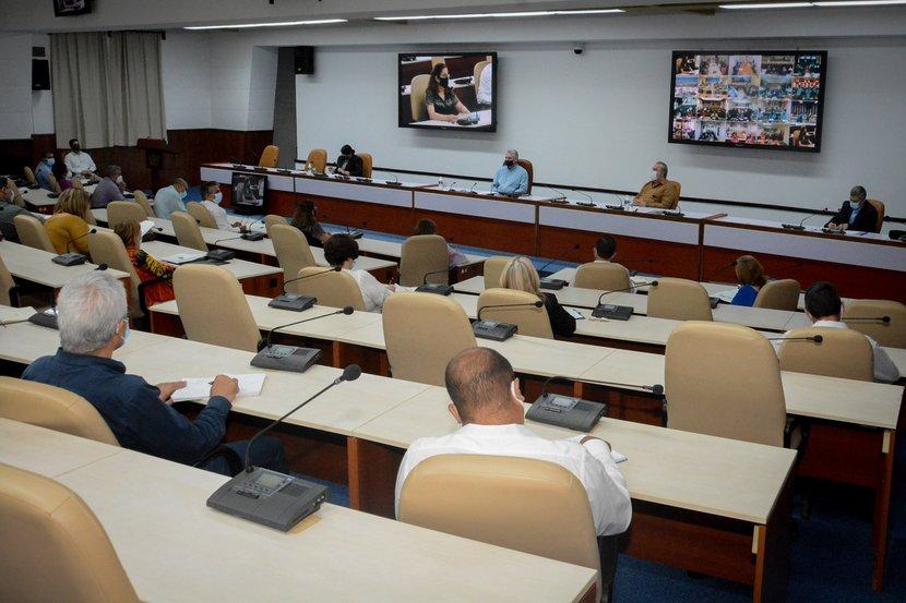 El presidente Miguel Díaz-Canel encabezó el encuentro. (Foto: Estudios Revolución)