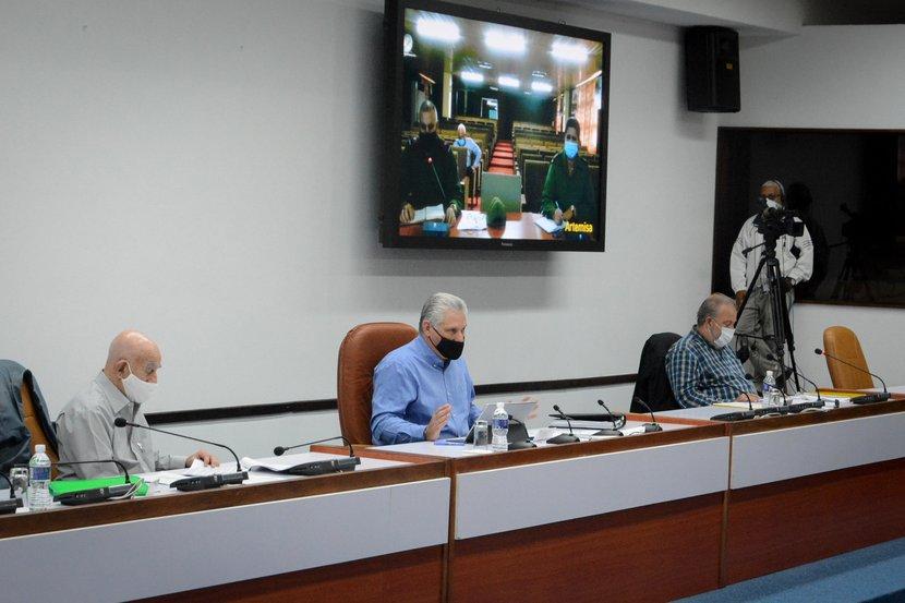 La reunión de este sábado del Grupo Temporal para el enfrentamiento al nuevo coronavirus fue encabezada por el Presidente Miguel Díaz-Canel. (Foto: Estudios Revolución)