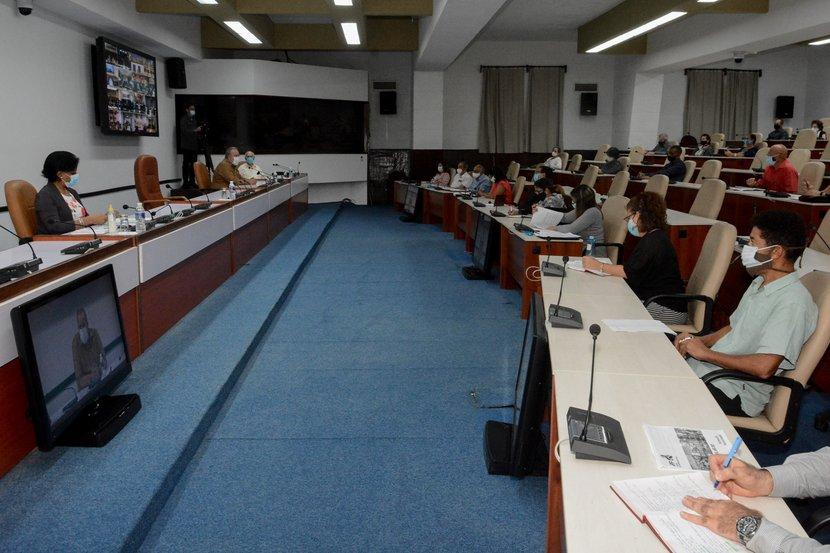 El IPF no se detuvo, señaló Manuel Marrero en diálogo con directivos y especialistas. (Foto: Estudios Revolución)