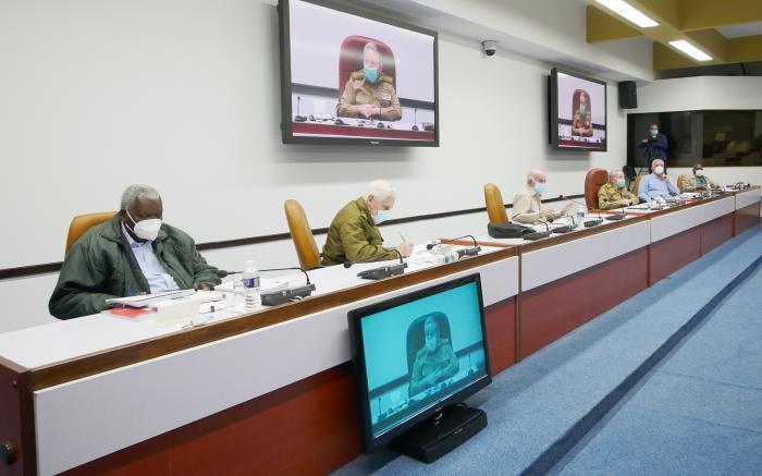 El General de Ejército Raúl Castro Ruz, presidió este martes la reunión del Buró Político del PCC. (Foto: Estudios Revolución)
