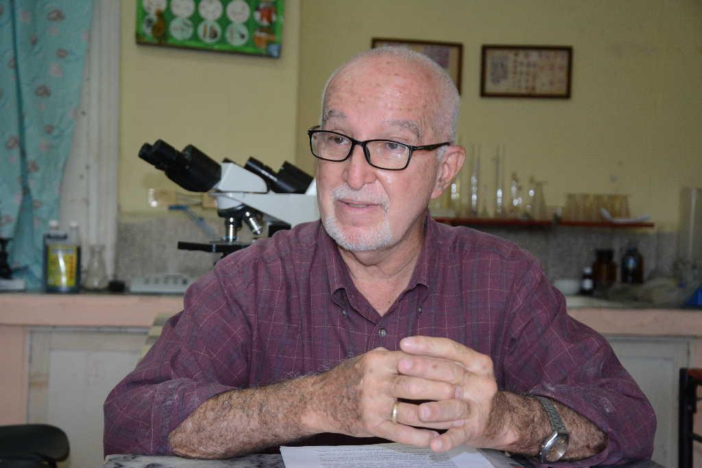 Vicente Méndez ha dedicado toda una vida a la veterinaria. (Fotos: Vicente Brito / Escambray)