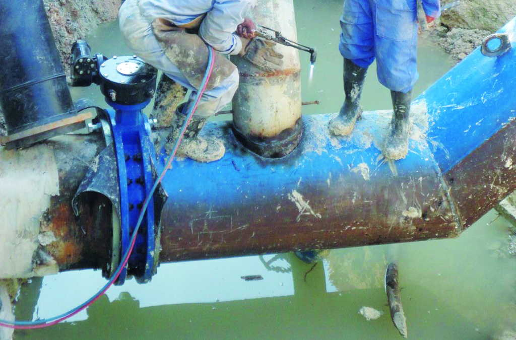 Unos 70 kilómetros de conductoras se han instalado para llevar el agua desde la presa Lebrije a los pobladores de Jatibonico.