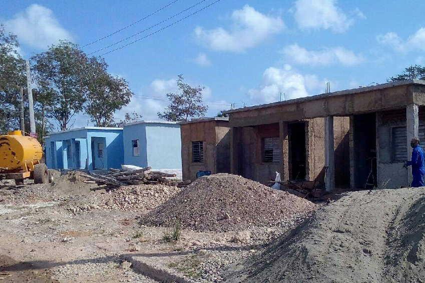 Fuerzas propias de Sur del Jíbaro participan en la ejecución de las casas. (Foto: Nicolás Hernández)