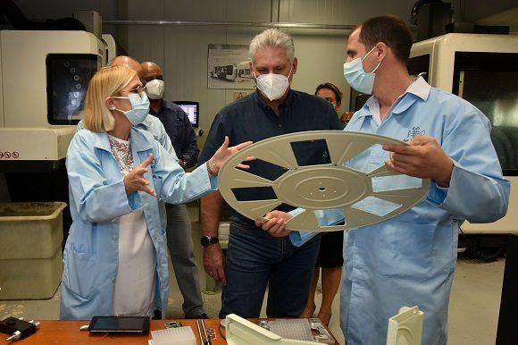 El Centro de InmunoEnsayo resultó uno de los sitios visitados por el presidente cubano. (Foto: Twitter/Presidencia)