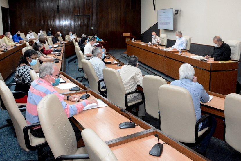 Nuevas medidas a aplicar para disminuir la incidencia y mortalidad causada por la pandemia, fueron presentadas en el encuentro del Grupo Temporal. (Foto: Estudios Revolución)