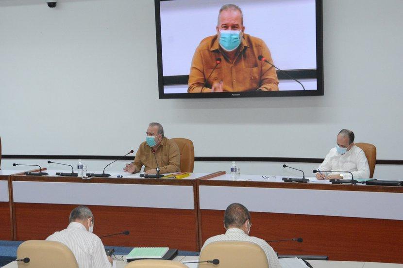 Manuel Marrero sostuvo encuentros con cuadros y especialistas de los sectores de Energía y Minas, y de la Construcción. (Foto: Estudios Revolución)
