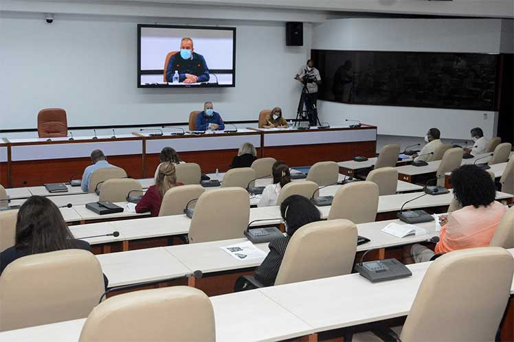 «Lo primero que tenemos que ordenar es nuestras mentes», señaló el primer ministro cubano. (Foto: Estudios Revolución)
