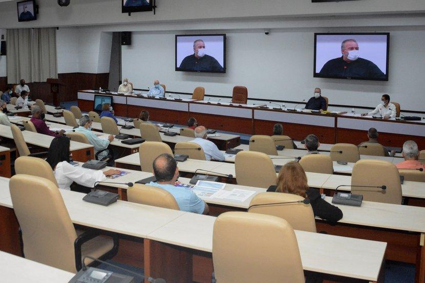 Marrero Cruz se reunió este jueves con directivos, especialistas, académicos y trabajadores estatales y no estatales del sector. (Foto: Estudios Revolución)