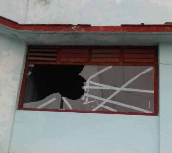 La cabina de trasmisión resultó una de las áreas afectadas.