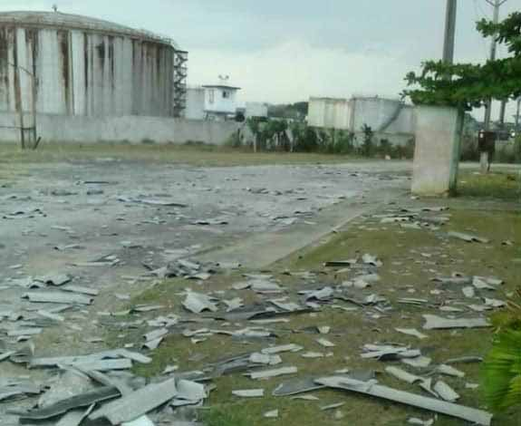 Preliminarmente se calcula que salieron volando o quedaron hechas añicos unas 750 planchas de fibrocemento.