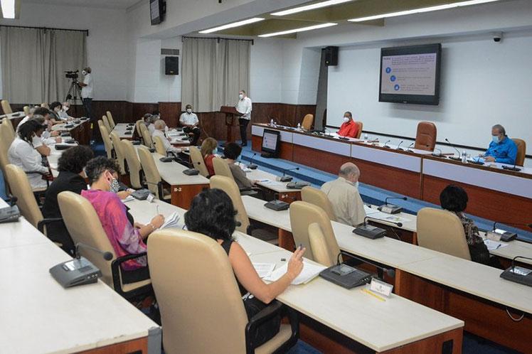 Marrero presidió un encuentro con directivos y trabajadores del Ministerio de Economía y Planificación. (Foto: Estudios Revolución)