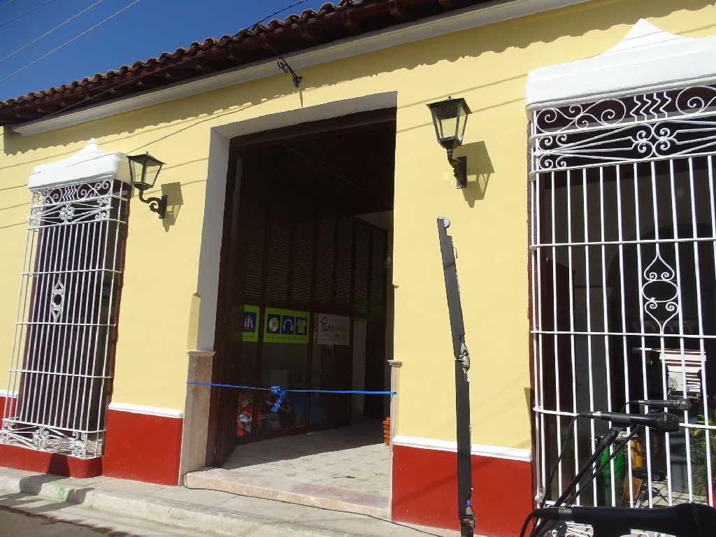 La Academia de Arte Trinidad tiene abierta sus puertas en la calle Desengaño, en la ciudad de Museo del Caribe. (Foto: Anait Gómez)