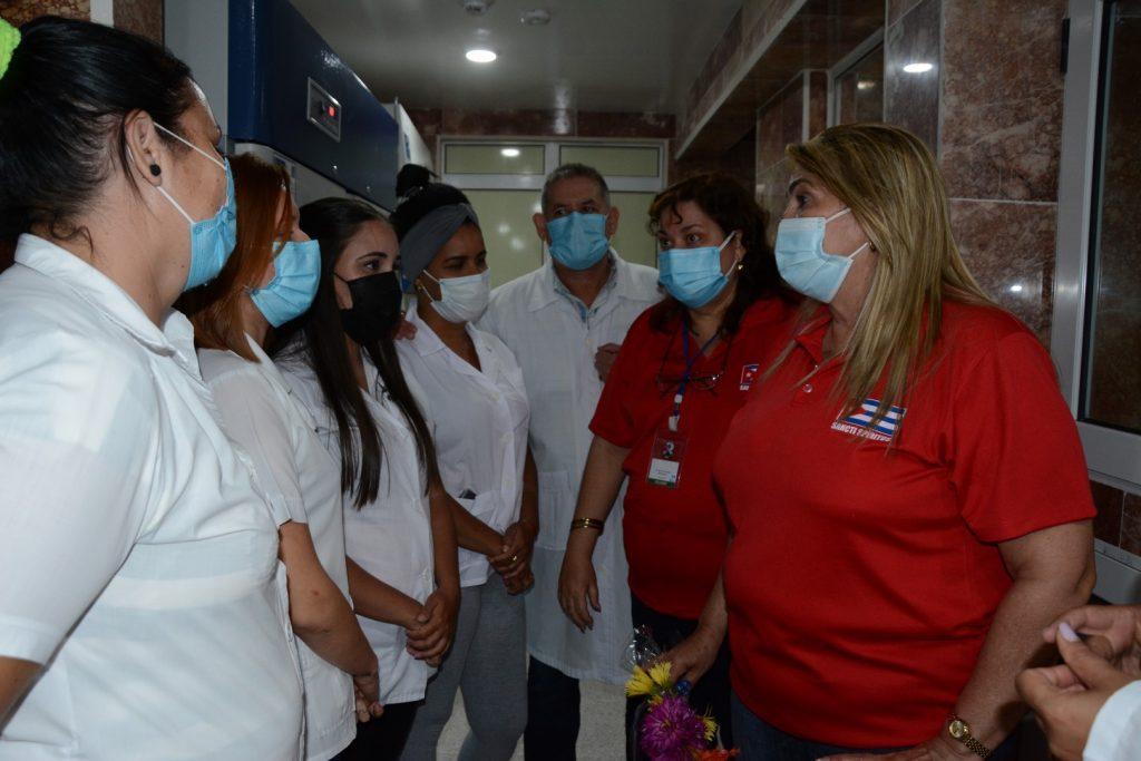 El centro dispone del personal requerido, según pudieron comprobar las principales autoridades de la provincia. (Foto: Vicente Brito / Escambray)