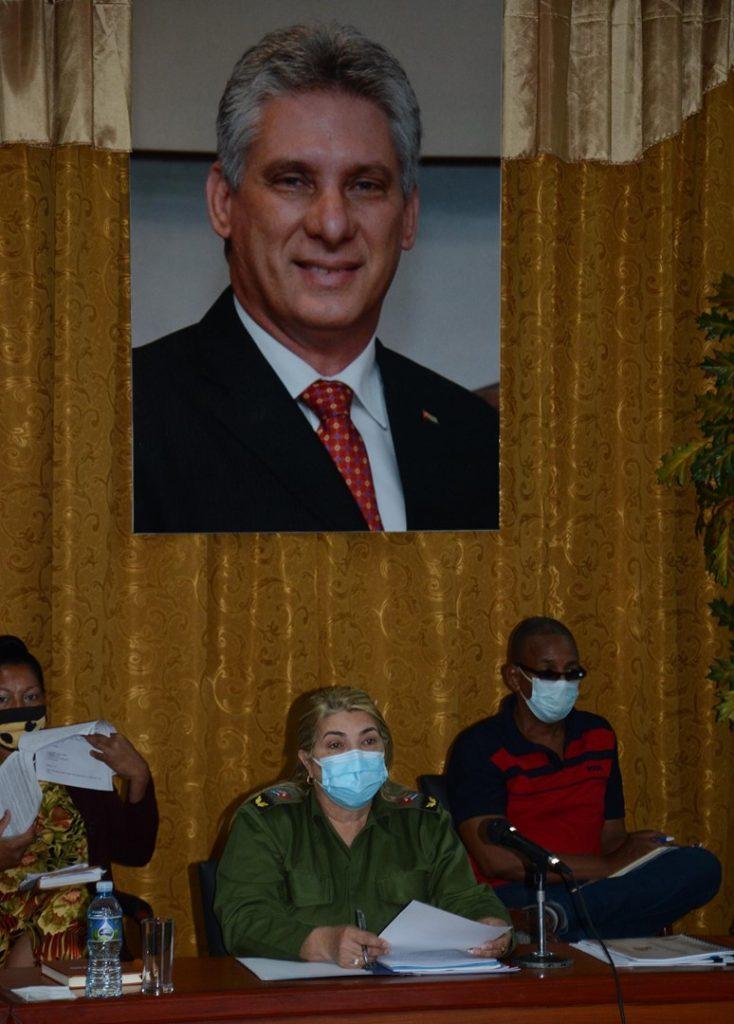 """""""A los médicos de la familia tenemos que acompañarlos más"""", aseguró la máxima dirigente partidista espirituana."""