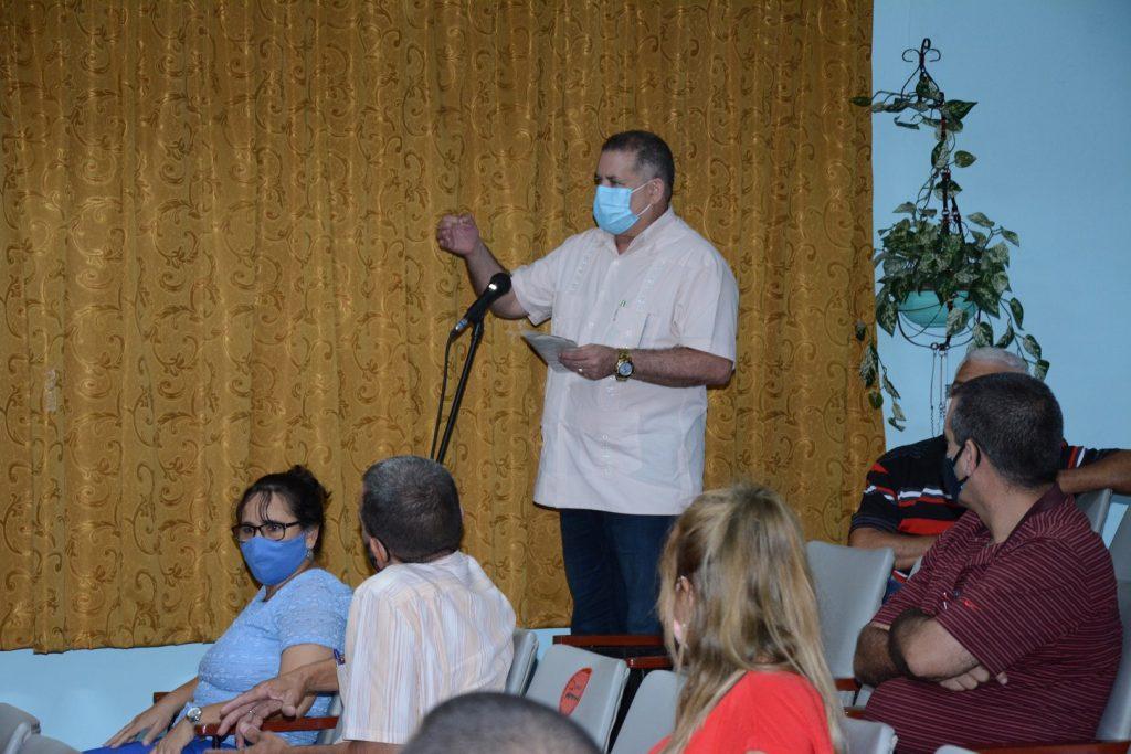 El doctor Manuel Rivero Abella, director provincial de Salud, se refirió a la respuesta dada por el personal del sector en el enfrentamiento a la pandemia.