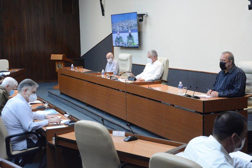 El presidente cubano encabezó la reunión de este jueves del Grupo temporal de trabajo para la prevención y control de la pandemia. (Foto: Estudios Revolución)